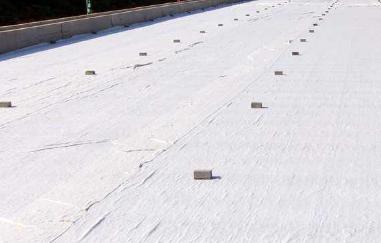 土工布具有高强度、高韧性和耐腐蚀的特点
