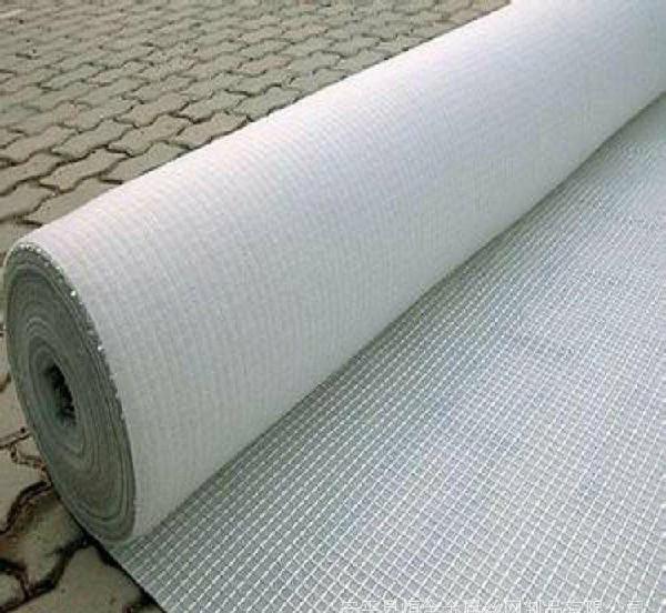 怎样使用土工布来修补沥青罩面层开裂呢?